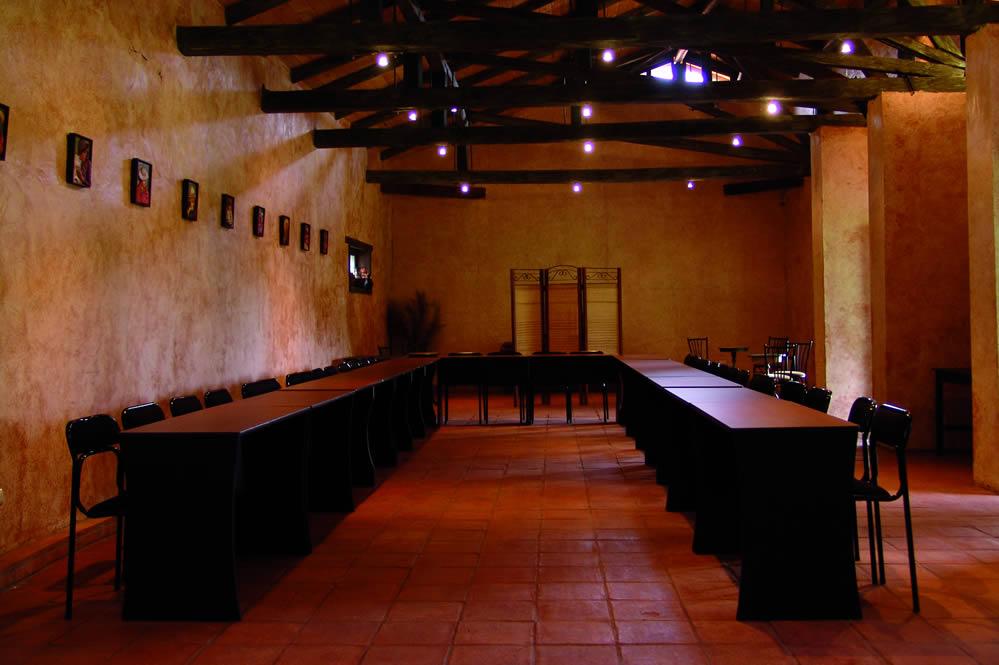 Sierra Verde Contamos con un amplio salón y espacios para trabajo de grupos
